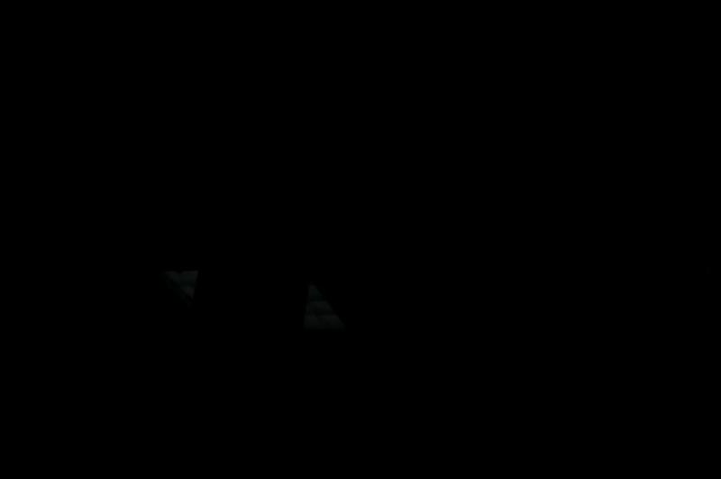 黑屏图片_显示器工作异常黑屏变斑纹红屏